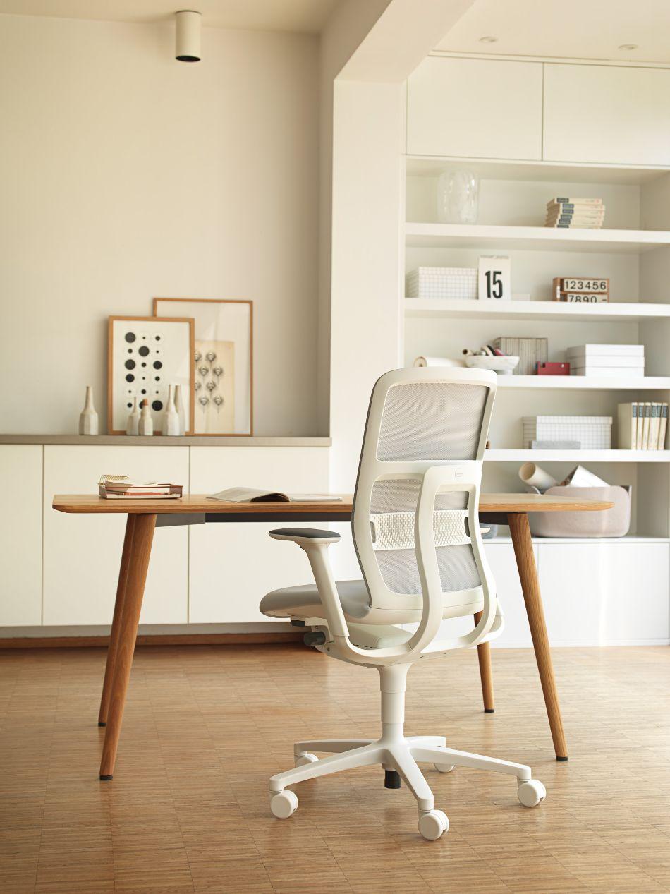 Home Office Teil_B2C Kampagne_Wilkhahn_Bürodrehstuhl_AT_Tisch_Occo
