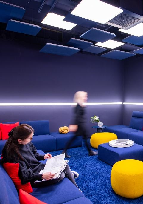 Moderne Bürokonzepte wie bei der Sparkasse BIZ ermöglichen New Work Arbeitsweisen