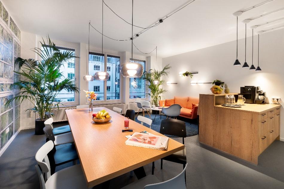 Küchenplanung gibt ihrem Büro einen Ort für Gemeinschaft