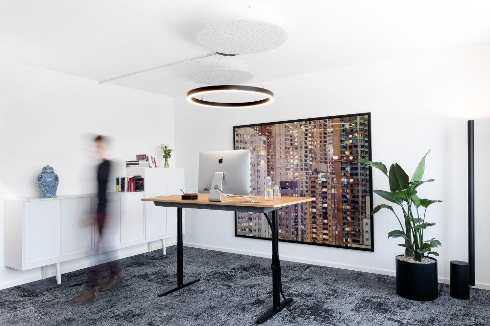 Höhenverstellbarer Schreibtisch bei Piabo