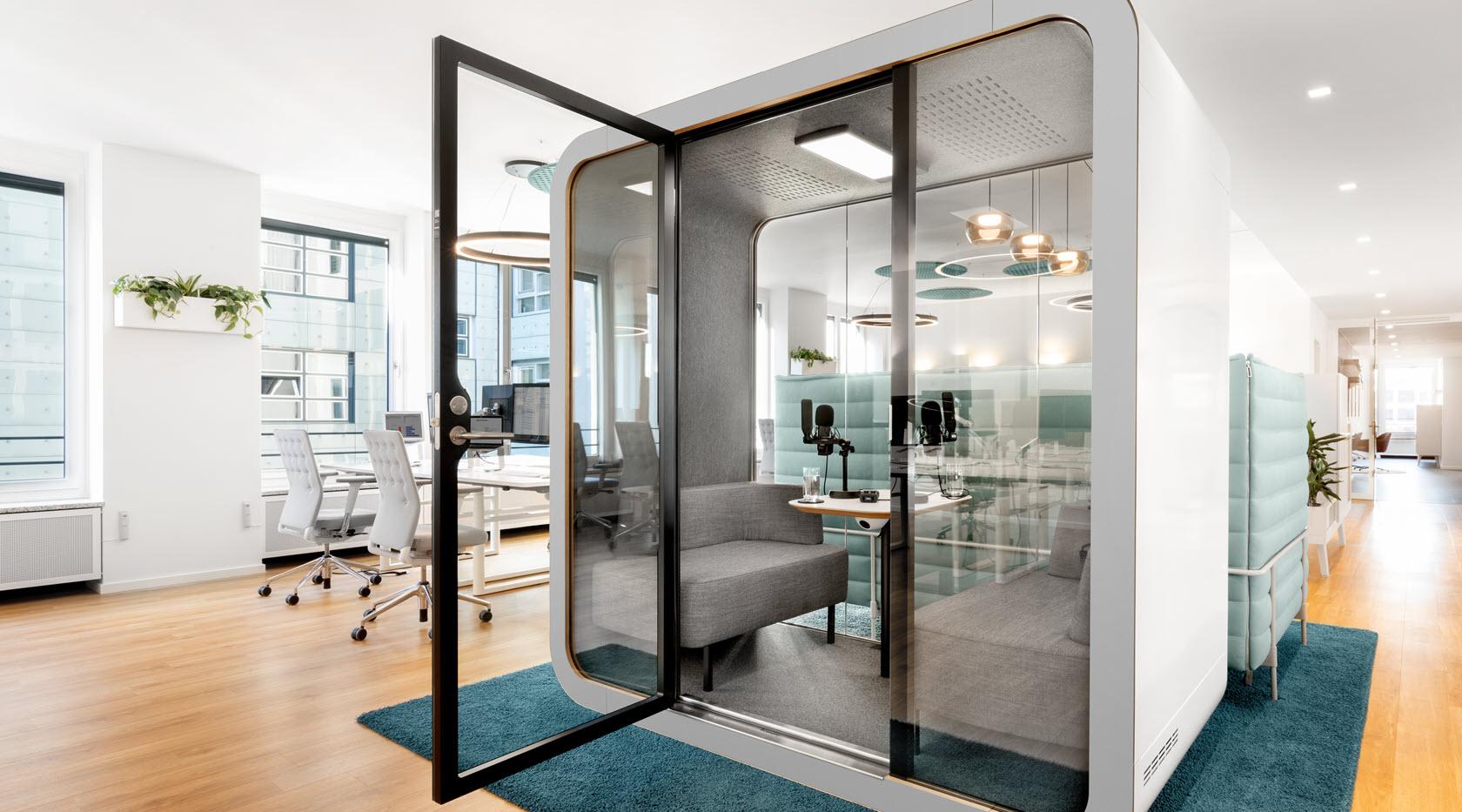 Piabo Referenz: Multispace Büro, Telefonzelle, Meetingsraum.